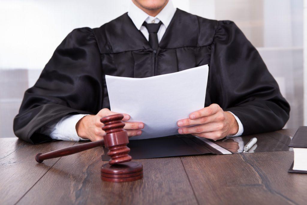 если при возникновении страхового случая по каско отказали в выплате, следует обратиться в суд