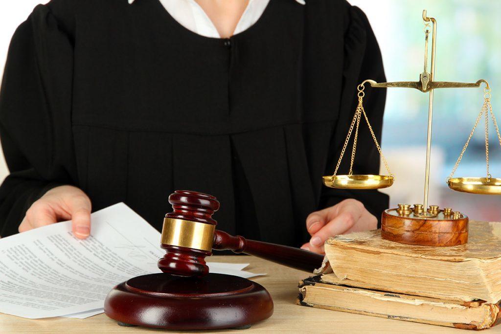 Проблемы при возврате денежных средств за страховой полис решаются через суд