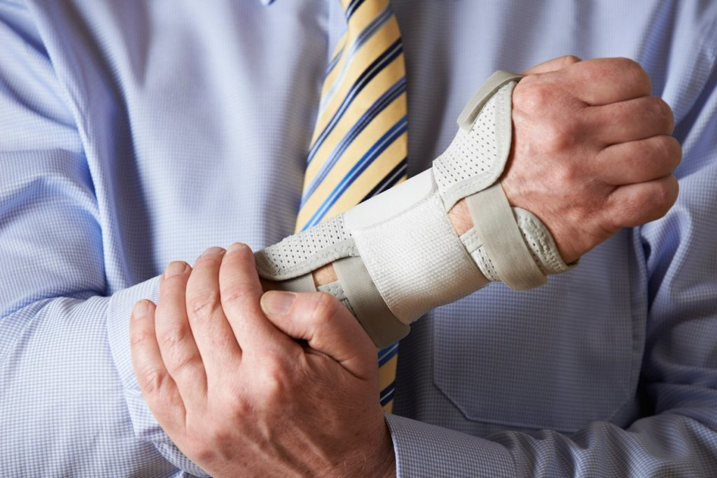 личное страхование, страхование от несчастных случаев и болезни