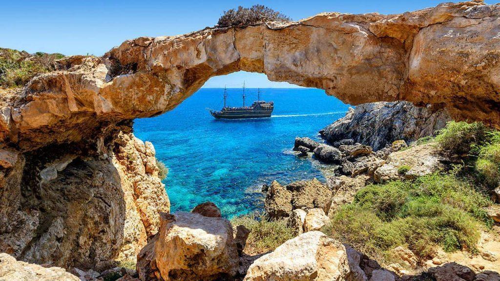 страховка на Кипр, какие опасности подстерегают туристов