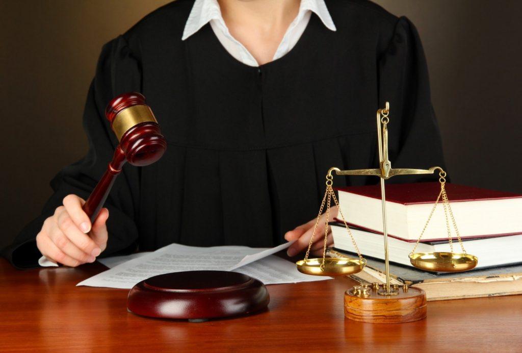 если альфастрахование отказывает признать страховой случай, подавайте в суд