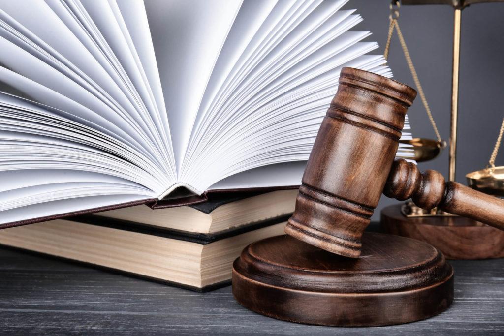 если страховщик отказывает в замене лобового стекла по каско, обратитесь в суд
