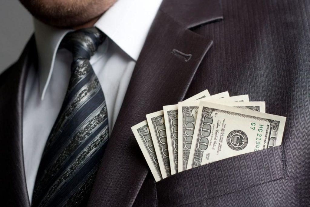Какая заработная плата по страховому делу