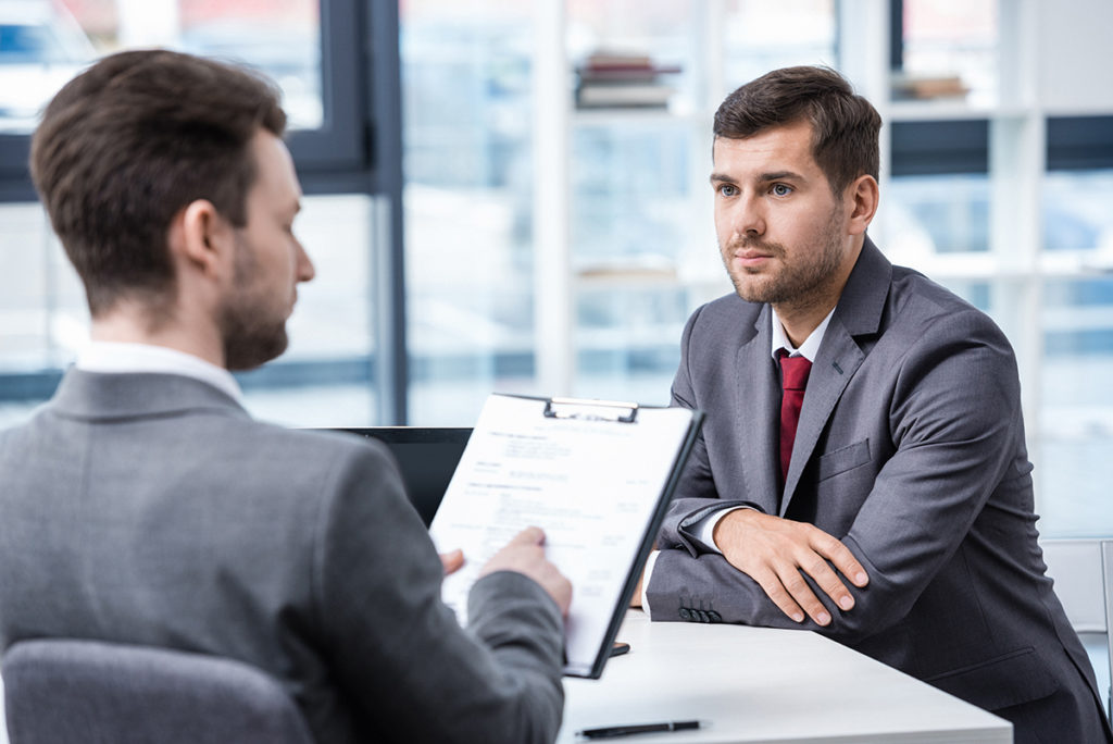 действует ли дмс после увольнения