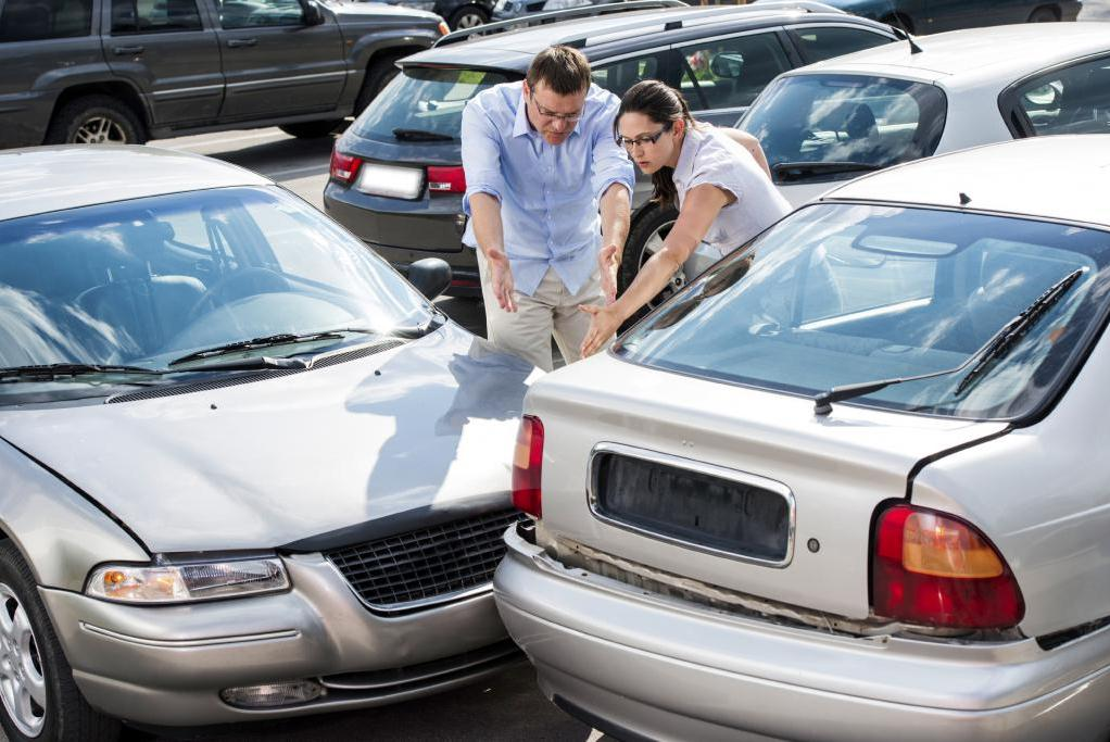 что делать и как правильно себя вести при ДТП на парковке
