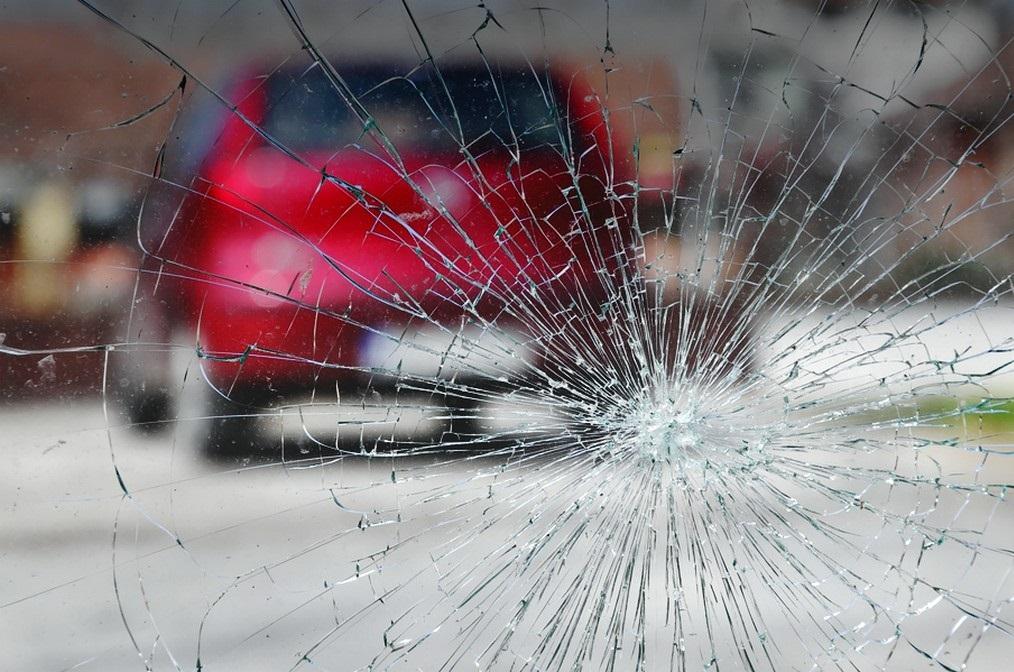 камень в лобовое стекло - страховой случай по осаго или нет