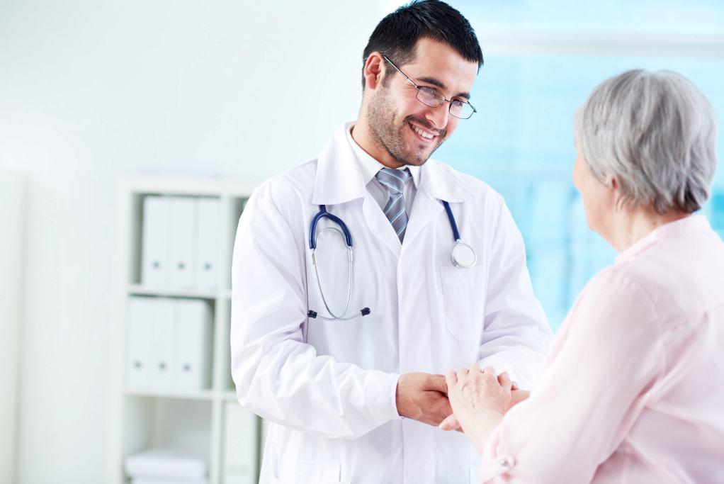 возможно ли лечение без полиса ОМС