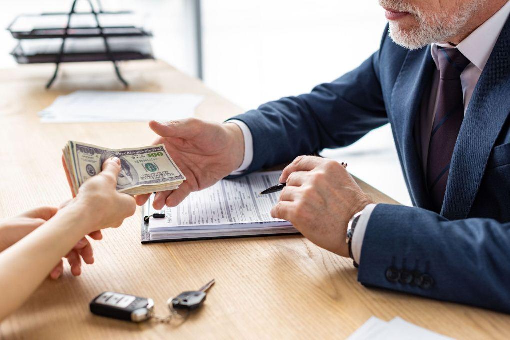 Как получить деньги по страховке, что значит, полис находится у страхователя